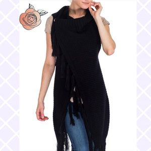 Sweaters - 💥NEW💥Crochet Knit Snap Button Poncho in Black